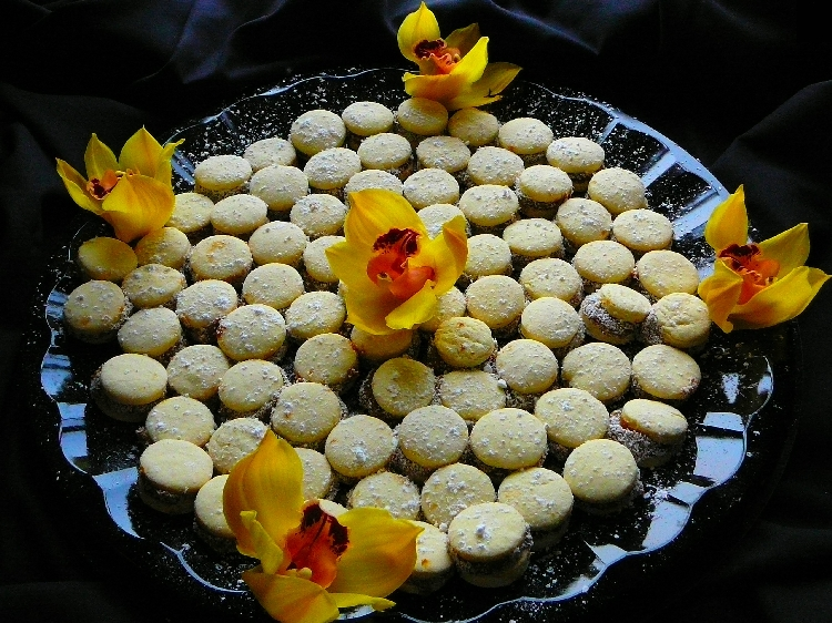 Photo: Argentina - Alfajores con Dulce de Leche.